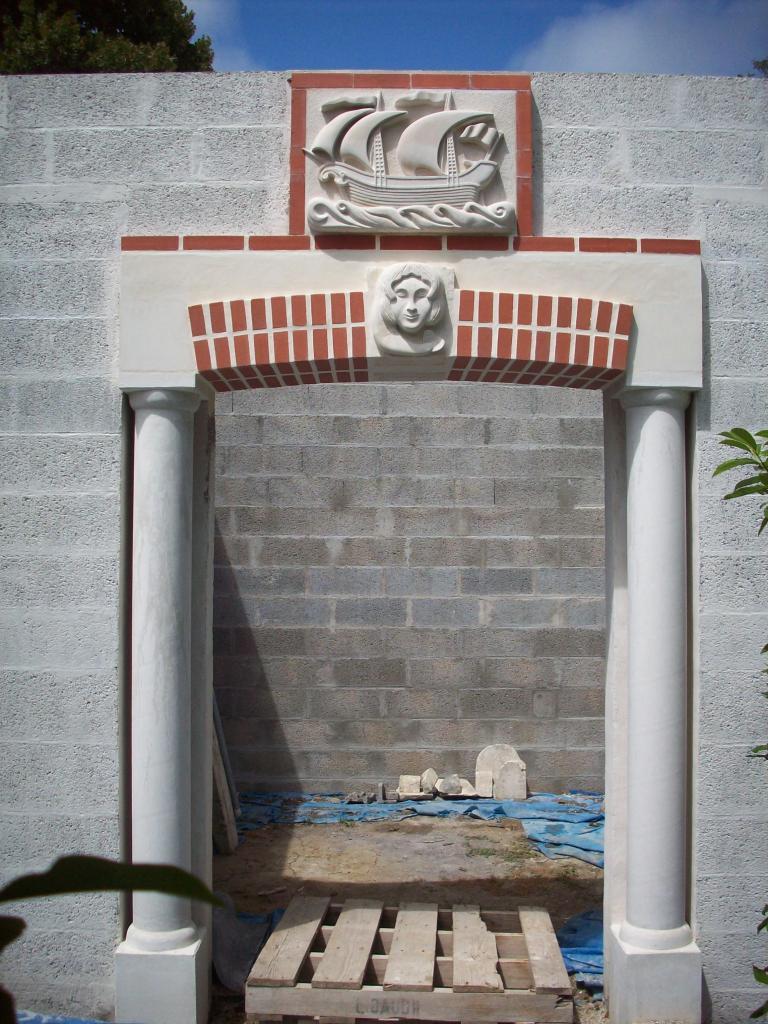 L'installation des sculptures est terminée sur la façade.