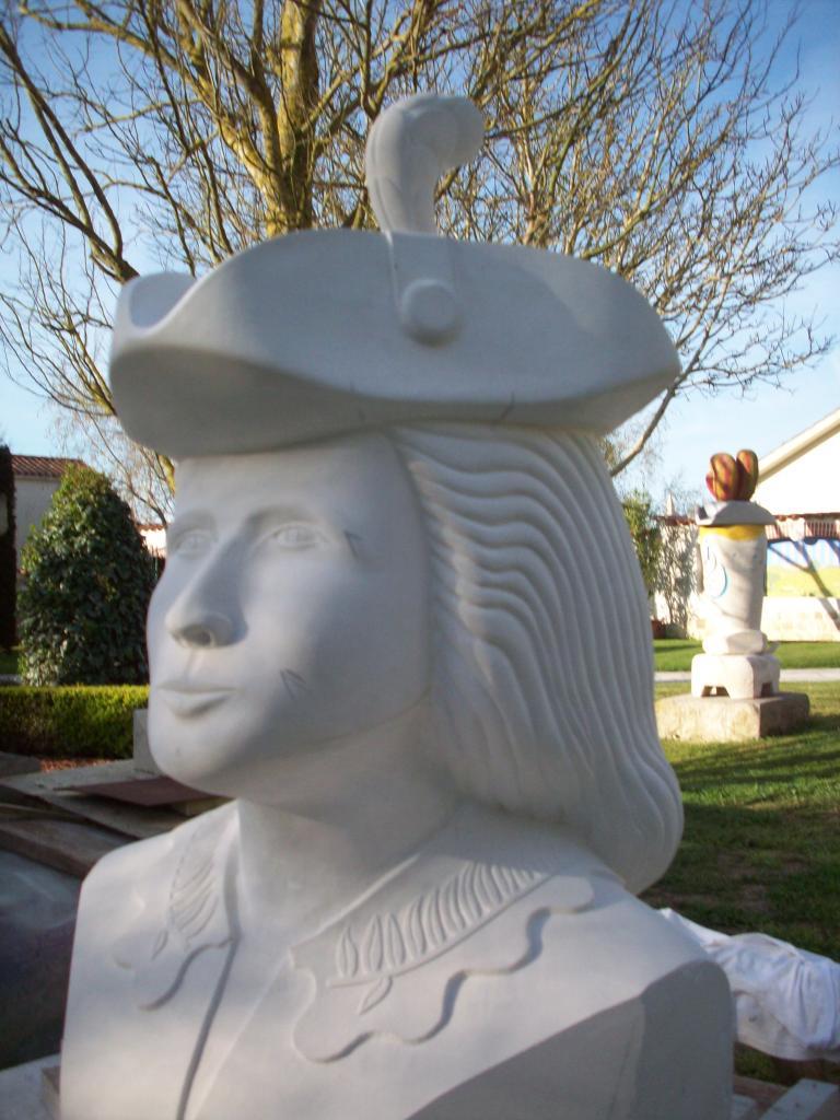 Donna Elvira, vue du côté Gauche.