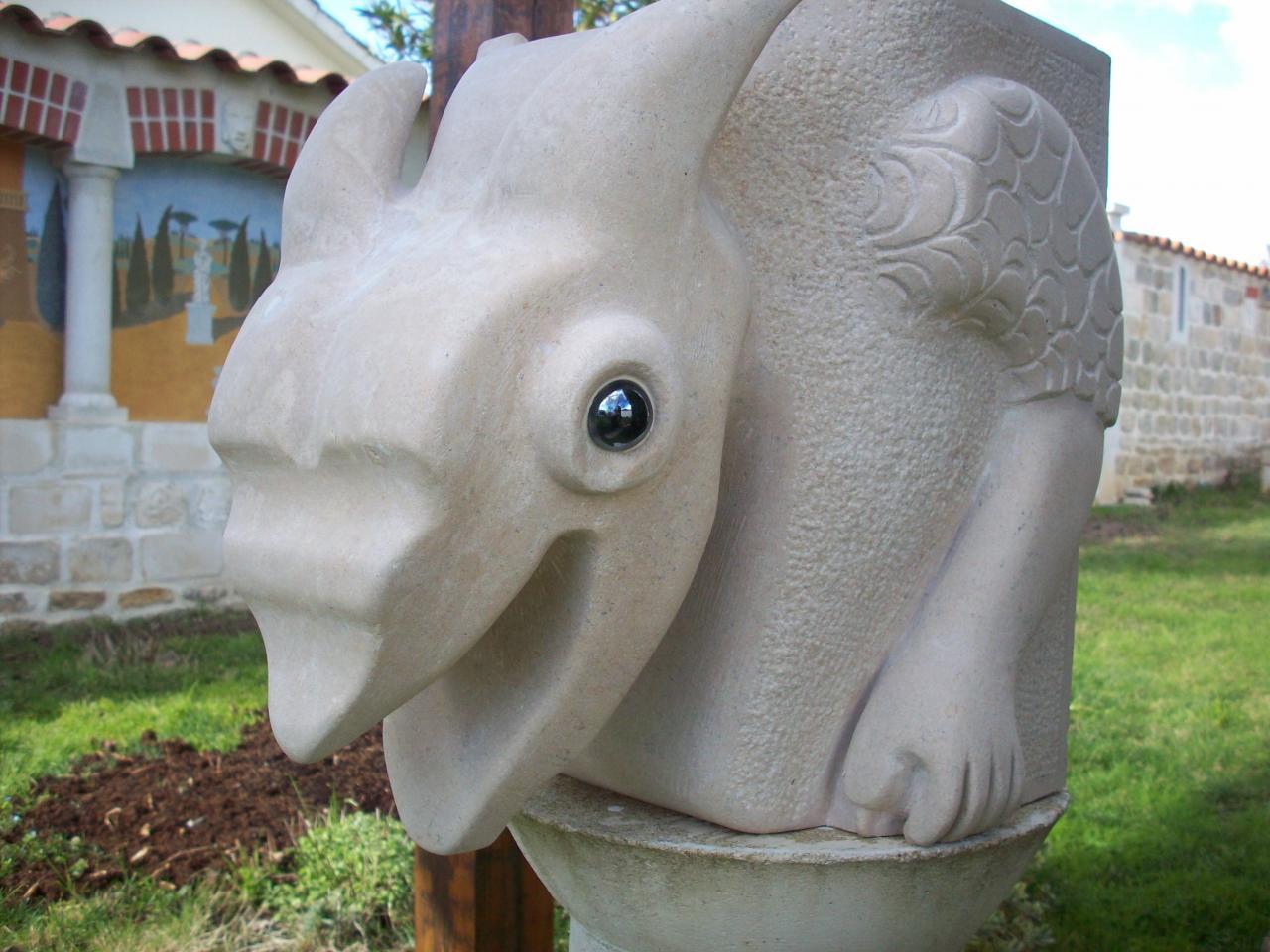 Vue de la chimère terminée de par son côté gauche.
