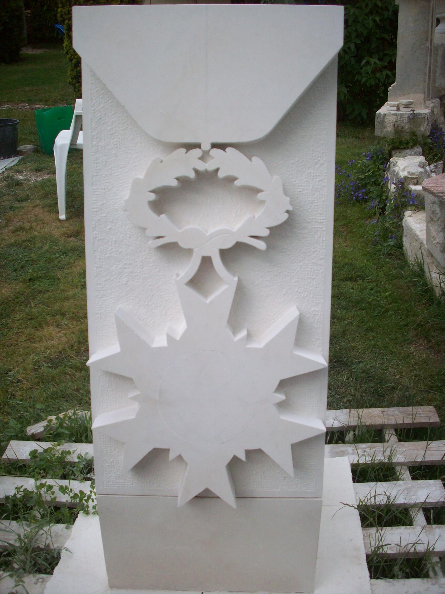 Stèle médaille ONM en cours de sculpture.