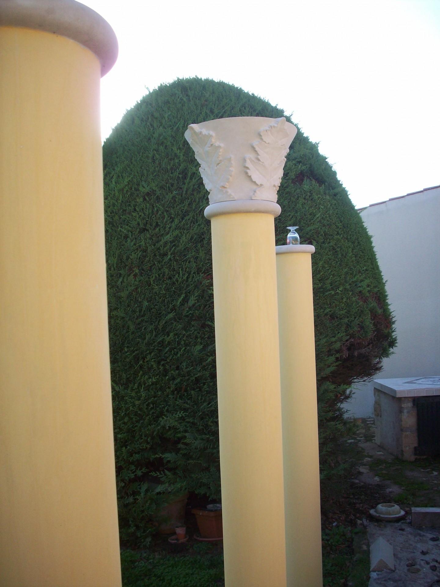 Pose chapiteau sur colonnade,