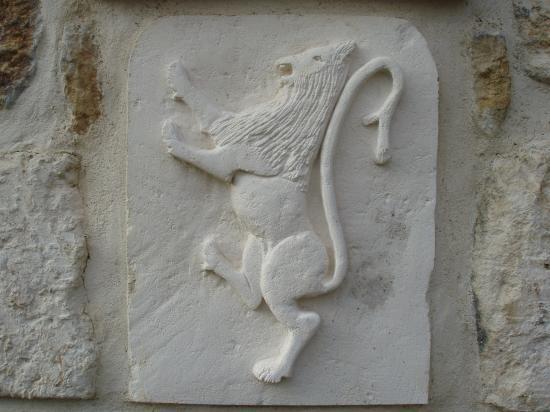 Lion ( tourné vers senestre)
