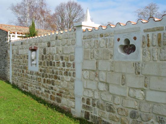 Vue du mur extérieur coté Chemin de la Loge du Bailly