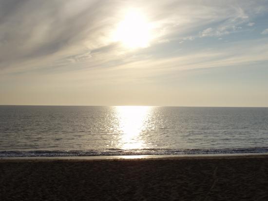 Coucher de soleil sur l' une des plages de la Faute Sur Mer