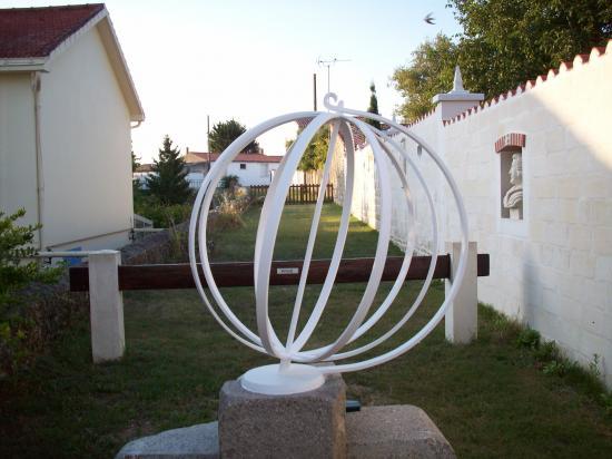 Sphère ( réalisée par les Ets BOCQUIER - Moutiers-les-Mauxfaits ).